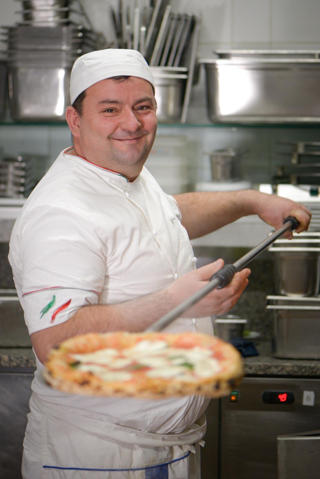 michele croccia con pizza